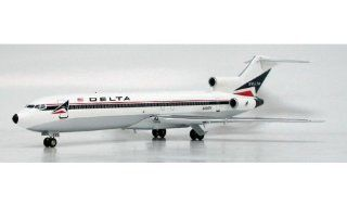 InFlight 200 Delta Airlines B727 200 Model Airplane