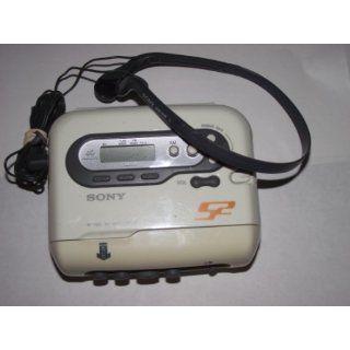 Sony WM FS566 S2 Sports Walkman Digital Tuning Radio/TV/Weather Stereo Cassette Player  Am Fm Radio Headphones   Players & Accessories