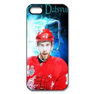 pavel datsyuk Detroit Red Wings Snap on Hard Case Cover Skin compatible with Apple iPhone 5: Cell Phones & Accessories