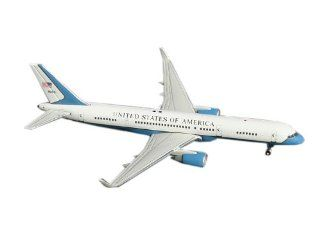 Gemini Jets U.S. Air Force (Air Force Two) B757 200(W) 1400 Scale Toys & Games