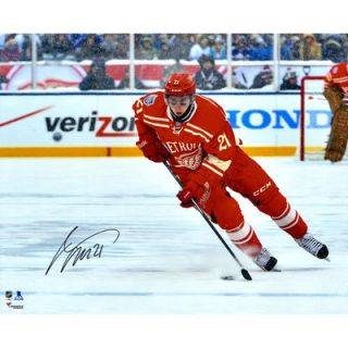 Tomas Tatar Detroit Red Wings  Authentic Autographed 16 x 20 Winter Classic Photograph